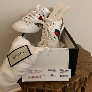 GUCCI Limited Edition Dragon Embroidered Shoes